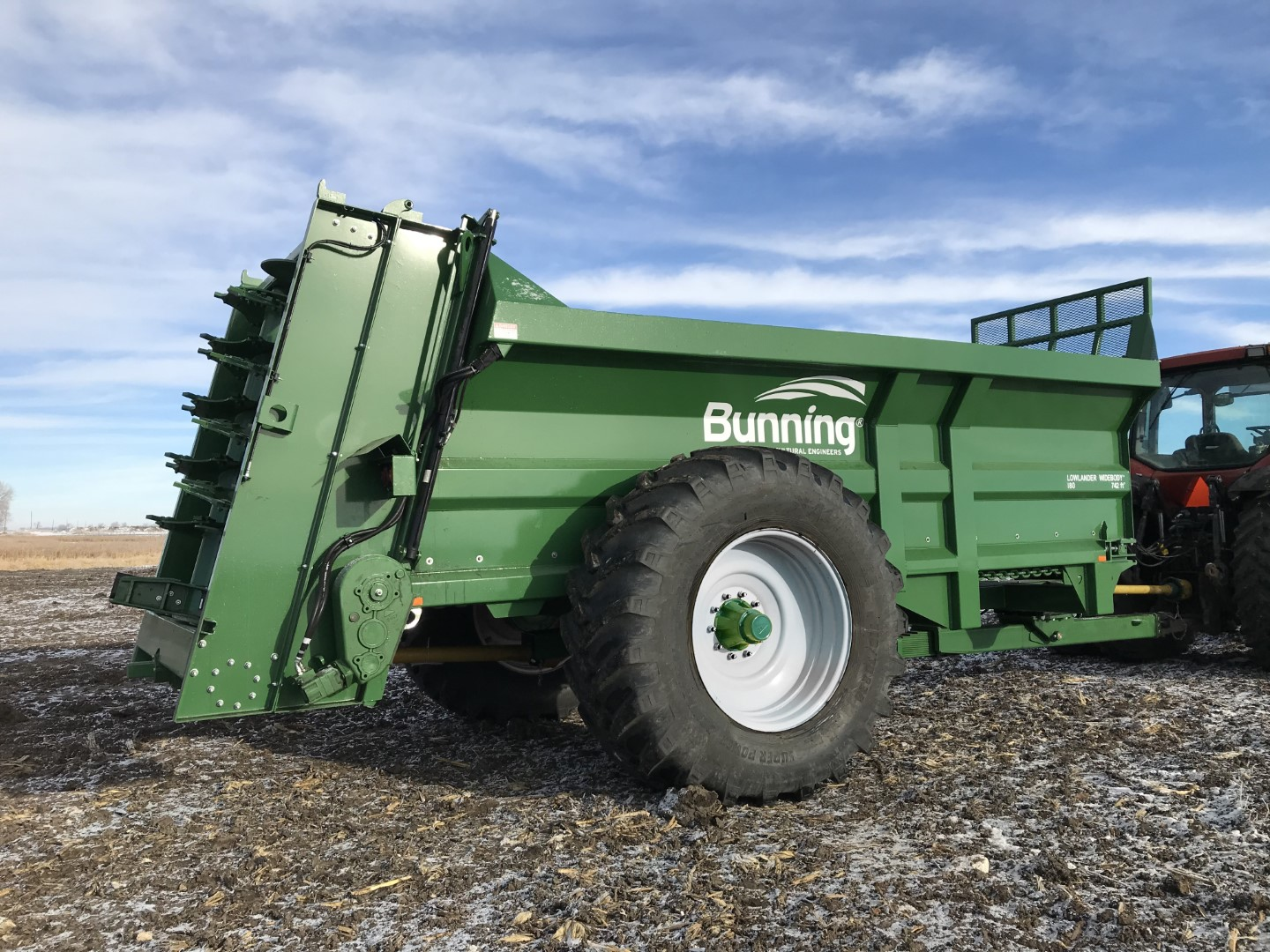 Lowlander 180 TVA Widebody with slurry door, built in extenions, sprung drawbar, lift off augers, dual floor drive, stone guard extension and 710/70 R38 wheels