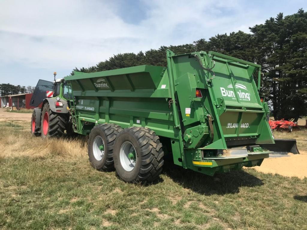 Lowlander 230 HBD Widebody with slurry door, slurry door indicator, hydraulic opening canopy, ISOCAN weigh system, sprung drawbar, rocking beam suspension and 650/55 R 26.5 wheels