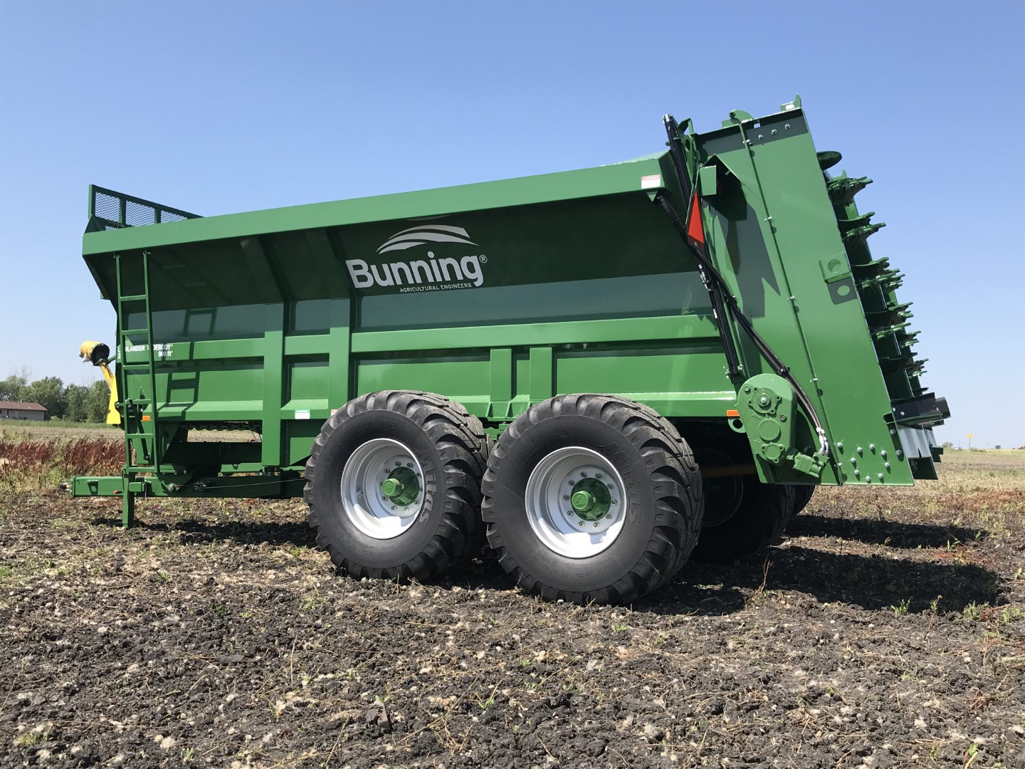 Lowlander 230 TVA Widebody with slurry door, built in extensions, sprung drawbar, lift off augers, stone guard extension and 650/55 R26.5 wheels