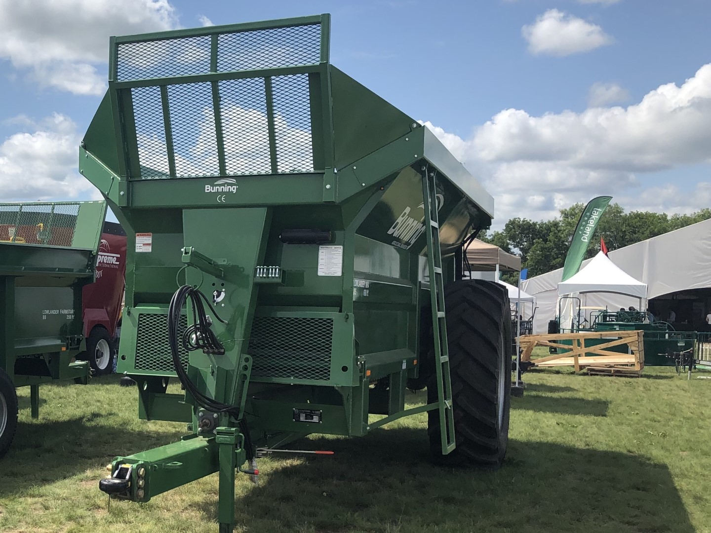 Lowlander 105 TVA with slurry door, stone guard extension, lift off augers and 580/70 R38 wheels
