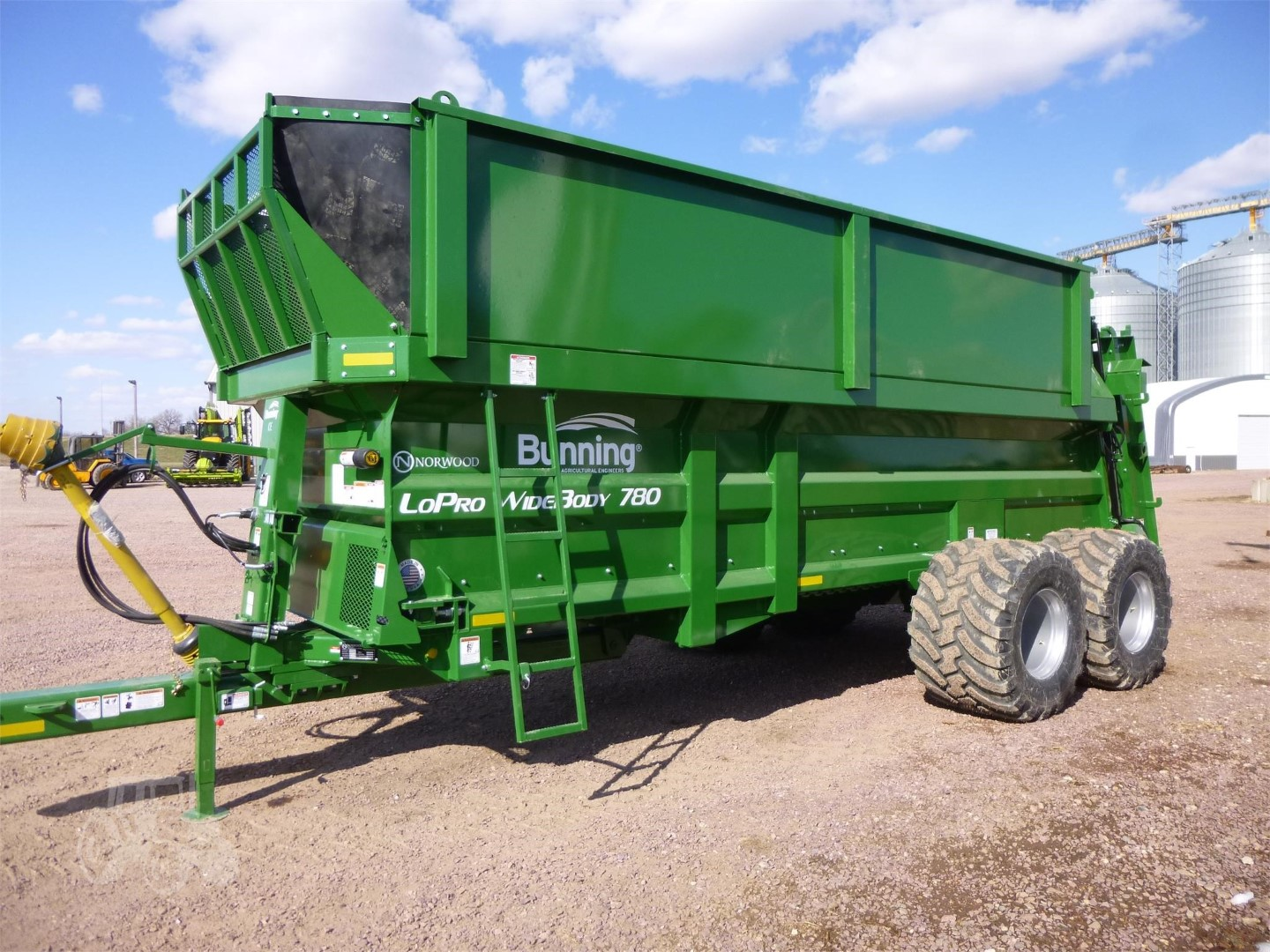 Lopro US780 Widebody with slurry door, silage sides, lift off augers, weigh cell ready, stone guard extension and 710/40 R22.5 wheels